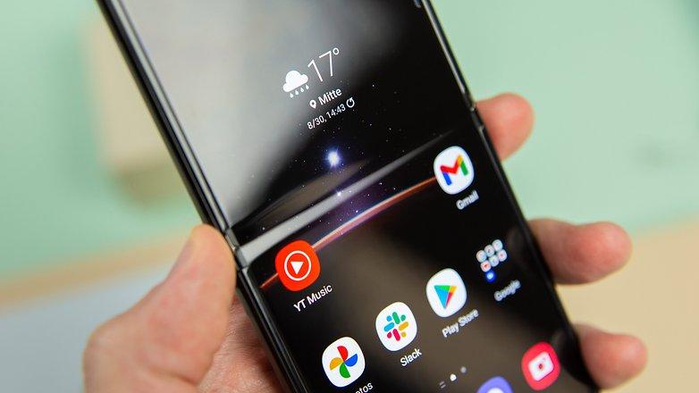 Samsung Galaxy Z Flip 3 display fold